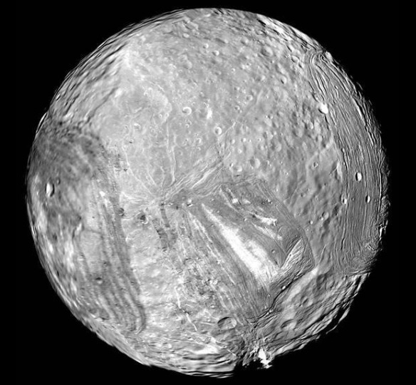 voyager-uranus-moon-miranda
