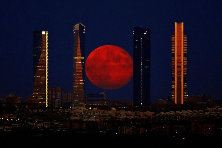 Madrid supermoon